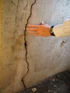 vertical-foundation-crack